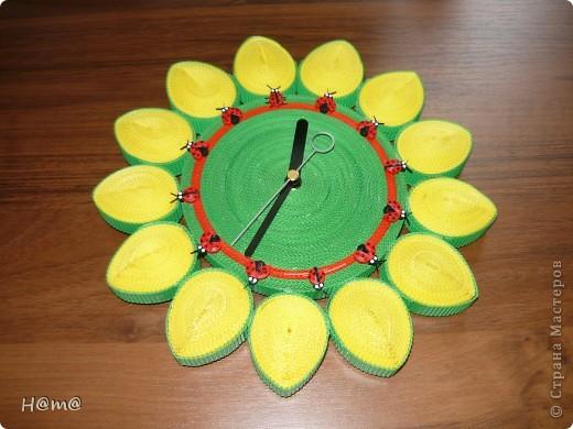 Увидев на сайте разнообразие часов захотелось повторить и вот что получилось.Часы сделаны из мелкого гофрокартона и покрыты аэрозольным лаком. фото 1