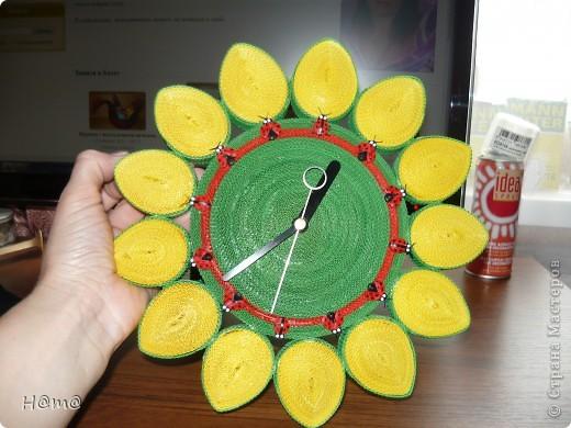 Увидев на сайте разнообразие часов захотелось повторить и вот что получилось.Часы сделаны из мелкого гофрокартона и покрыты аэрозольным лаком. фото 2