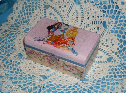 Впервые делала шкатулку для девочки любительницы героев мультфильма Винкс. Никак не могла сориентироваться, какую картинку выбрать, чтобы угодить юной леди. В результате получилось вот что: фото 1