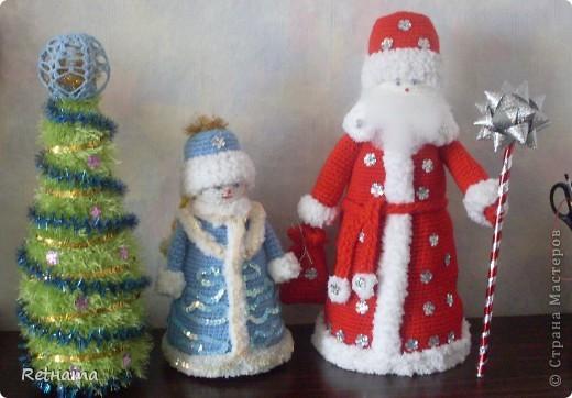 Конусная  елка  одета на бутылку, как говорится и в пир и в мир:  хоть на  стол, хоть на подарок. фото 2