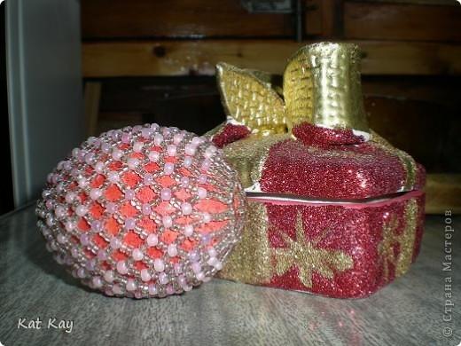 Давняя работа.Просто яйцо.Основа деревянная,покрашена красной краской и блестками. фото 2