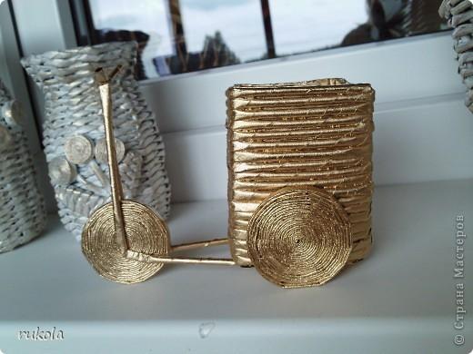 Всем здравствуйте!!! ))) Вот окрасила свои давние плетения,подруга увидела у меня серебрянный велосипед и ей захотелось такой же,только краска у меня была золотая,окрасила в золото... посмотрите что вышло )))  фото 2