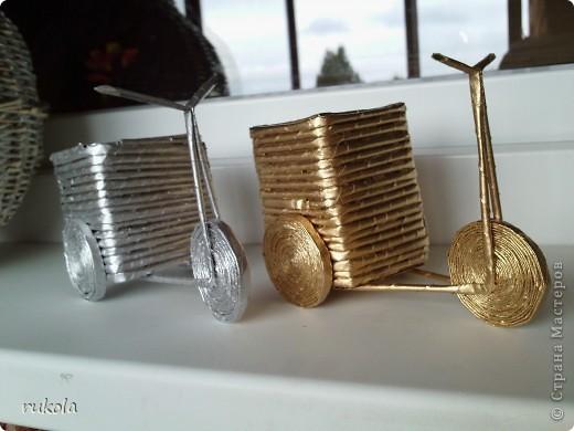 Всем здравствуйте!!! ))) Вот окрасила свои давние плетения,подруга увидела у меня серебрянный велосипед и ей захотелось такой же,только краска у меня была золотая,окрасила в золото... посмотрите что вышло )))  фото 1
