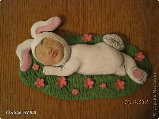 Этот зайчишка был слеплен для любимой сестренки и её семьи. Здесь без лака. фото 1