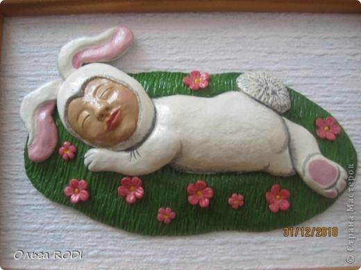 Этот зайчишка был слеплен для любимой сестренки и её семьи. Здесь без лака. фото 2