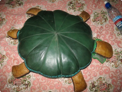 Черепашка из кожаных фрагментов, обвязанных крючком фото 3