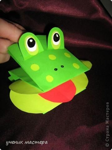 Эти забавные игрушки появились как продолжение темы    http://ejka.ru/blog/podelki/895.html. Сделав с детками щенка, мы решили пойти дальше и придумали коровку и лягушку.  фото 3