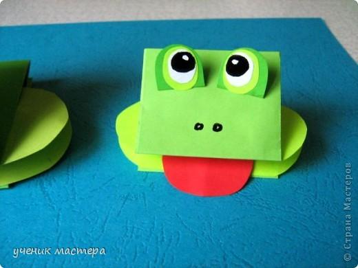 Эти забавные игрушки появились как продолжение темы    http://ejka.ru/blog/podelki/895.html. Сделав с детками щенка, мы решили пойти дальше и придумали коровку и лягушку.  фото 15