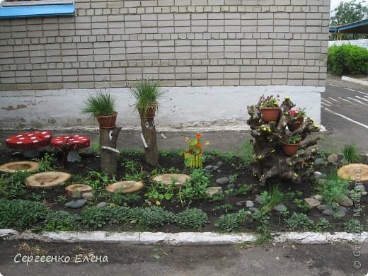"""1. Около центрального входа в наше дошкольное учреждение недавно """"вырос"""" городок, который радует гостей и воспитанников сада. фото 5"""