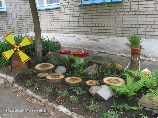 """1. Около центрального входа в наше дошкольное учреждение недавно """"вырос"""" городок, который радует гостей и воспитанников сада. фото 2"""