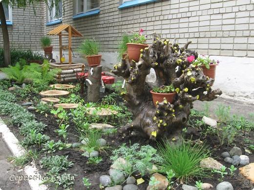 """1. Около центрального входа в наше дошкольное учреждение недавно """"вырос"""" городок, который радует гостей и воспитанников сада. фото 3"""