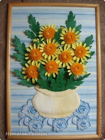 Букет желтых хризантем.Прекрасные солнечные цветы! Во время изготовления панно изучила рисование ваз и горшков и чуточку - живопись пастелью.А также просмотрела множество фотографий хризантем.Они такие замечательные.И рассматривала работы наших талантливых мастериц - вдохновлялась и впитывала.Вот что получилось.  фото 1