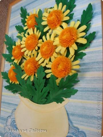 Букет желтых хризантем.Прекрасные солнечные цветы! Во время изготовления панно изучила рисование ваз и горшков и чуточку - живопись пастелью.А также просмотрела множество фотографий хризантем.Они такие замечательные.И рассматривала работы наших талантливых мастериц - вдохновлялась и впитывала.Вот что получилось.  фото 2