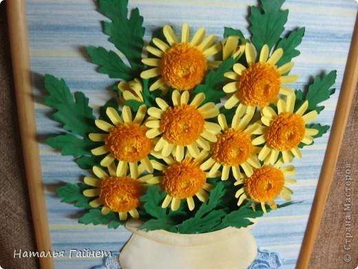 Букет желтых хризантем.Прекрасные солнечные цветы! Во время изготовления панно изучила рисование ваз и горшков и чуточку - живопись пастелью.А также просмотрела множество фотографий хризантем.Они такие замечательные.И рассматривала работы наших талантливых мастериц - вдохновлялась и впитывала.Вот что получилось.  фото 3