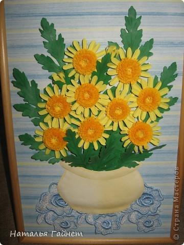 Букет желтых хризантем.Прекрасные солнечные цветы! Во время изготовления панно изучила рисование ваз и горшков и чуточку - живопись пастелью.А также просмотрела множество фотографий хризантем.Они такие замечательные.И рассматривала работы наших талантливых мастериц - вдохновлялась и впитывала.Вот что получилось.  фото 7