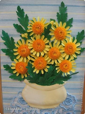 Букет желтых хризантем.Прекрасные солнечные цветы! Во время изготовления панно изучила рисование ваз и горшков и чуточку - живопись пастелью.А также просмотрела множество фотографий хризантем.Они такие замечательные.И рассматривала работы наших талантливых мастериц - вдохновлялась и впитывала.Вот что получилось.  фото 8