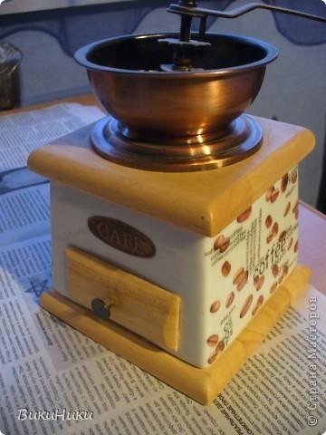 Задекупажина кофемолка и набор для специй, а джезва на заднем плане настоящая гжель))))). фото 2