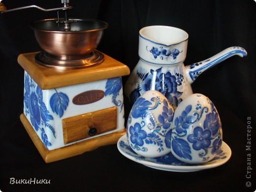 Задекупажина кофемолка и набор для специй, а джезва на заднем плане настоящая гжель))))). фото 1