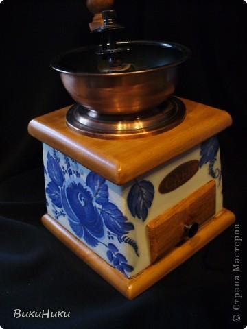 Задекупажина кофемолка и набор для специй, а джезва на заднем плане настоящая гжель))))). фото 3