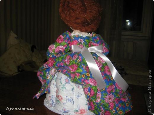 А это моя Марфушенька, кукла на чайник. Долго я её причесывала, никак не могла прическу подобрать. Вот ведь капризная какая попалась девушка. фото 2