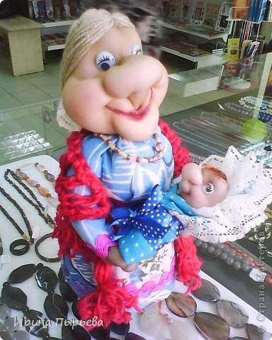 Кукла была сделана на бутылке,долго стояла недоделаной(чего-то не хватало),и вот связала ей шаль ,а в руки младенца-как тут и было!!! фото 1