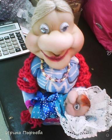 Кукла была сделана на бутылке,долго стояла недоделаной(чего-то не хватало),и вот связала ей шаль ,а в руки младенца-как тут и было!!! фото 2