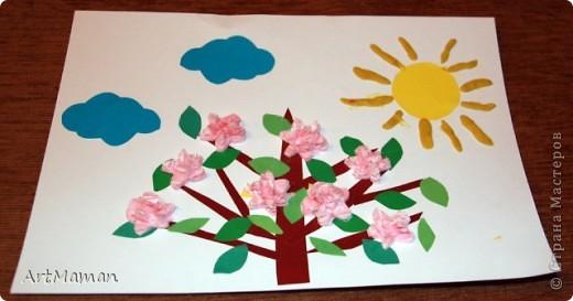 Цветы из бумажных салфеток (розовых и белых). Цветы делала заранее, но клеила их дочка (1,5 года) по своему усмотрению. Лучики солнца из пластилина. фото 1