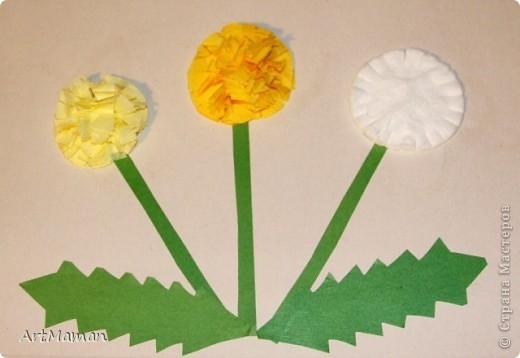 Цветы из бумажных салфеток (розовых и белых). Цветы делала заранее, но клеила их дочка (1,5 года) по своему усмотрению. Лучики солнца из пластилина. фото 5