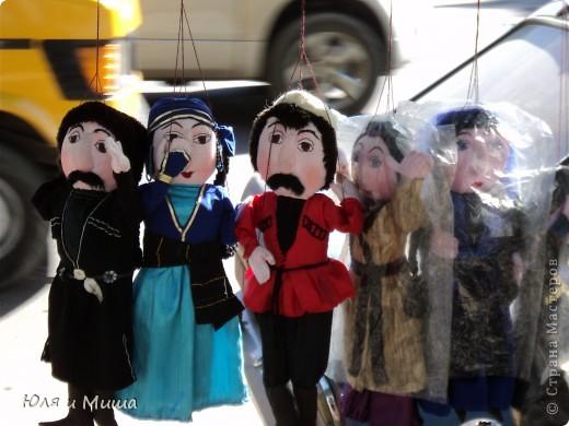 Продолжаем бродить по бульвару Тбилиси с выставкой-продажей всевозможных рукоделий. Сегодня предлагаю порассматривать кукол!   фото 1