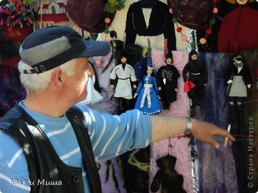 Продолжаем бродить по бульвару Тбилиси с выставкой-продажей всевозможных рукоделий. Сегодня предлагаю порассматривать кукол!   фото 9