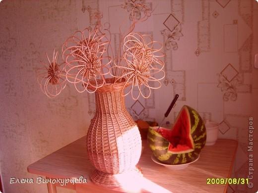 """ваза настольная с цветами.сплетена в подарок на передачу """"поле чудес"""""""