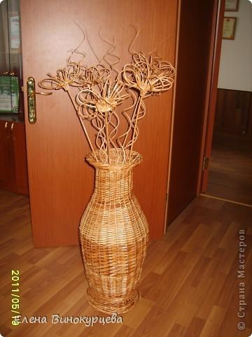 ваза напольная с плетеными цветами