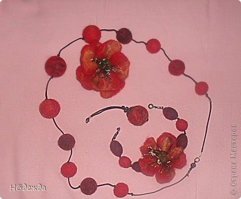 Это мое первое изделие в технике мокрого валяние, сделано на юбилей для моей тети. Осваивала сразу моркое валяние и бусин, и цветов. Подарок очень понравился имениннице. фото 1