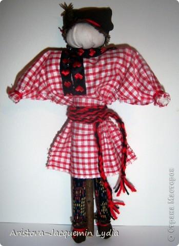 Симеон Столпник /Симеон-Летопроводец, Ромеол-Столпник/ обрядовая кукла - символ бесконечности жизни, мужского начала, без которого женское – слабо и бесплодно. Позже появилась традиция дарить этот оберег - куклу Симеон Столпник - мужчинам, чтобы их силы никогда не иссякали. Более полную информацию об этой кукле Вы можете получить здесь  http://www.rukukla.ru/article/trya/cimeon_ctolpnik.htm фото 11