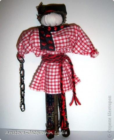 Симеон Столпник /Симеон-Летопроводец, Ромеол-Столпник/ обрядовая кукла - символ бесконечности жизни, мужского начала, без которого женское – слабо и бесплодно. Позже появилась традиция дарить этот оберег - куклу Симеон Столпник - мужчинам, чтобы их силы никогда не иссякали. Более полную информацию об этой кукле Вы можете получить здесь  http://www.rukukla.ru/article/trya/cimeon_ctolpnik.htm фото 1