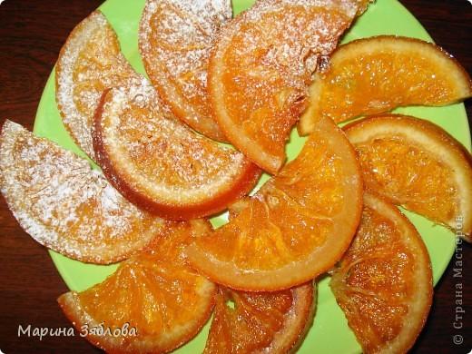 Для приготовления этого десерта на нужно : 4-6 апельсинов (в зависимости от размера) 600 гр сахара  300 мл воды  сахарная пудра фото 6
