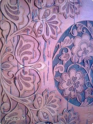 Это прорезная береста, рисунок сначала придумала на бумаге,потом перенесла на бересту с помощью кальки. Вырезала маленьким резачком. фото 5