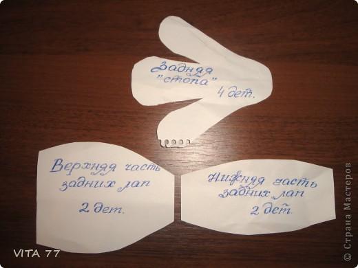 для изготовления понадобятся 3 универсальные салфетки для уборки дома (2 зеленый и красная), две крупные бусины (для глаз) и, собственно, сами глаза. фото 8