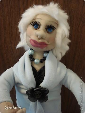 Кукла сшита в подарок на день рождения одной хорошей молодой женщине - главному бухгалтеру. Она блондинка, очень интересная и привлекательная дама, при этом большой профи. фото 7