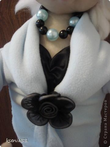 Кукла сшита в подарок на день рождения одной хорошей молодой женщине - главному бухгалтеру. Она блондинка, очень интересная и привлекательная дама, при этом большой профи. фото 3