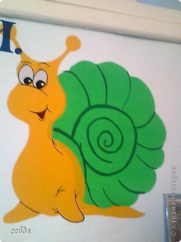 4. стена для детских рисунков.сделала капли на магнитах, очень удобно и красиво даже когда нет рисунков.