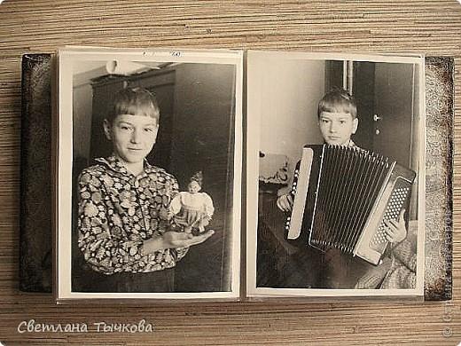 Был обычный китайский фотоальбом,но уже подвыцветший,с неинтересным рисунком.В нём с большой любовью собраны детские фото моего любимого мужчины. фото 10