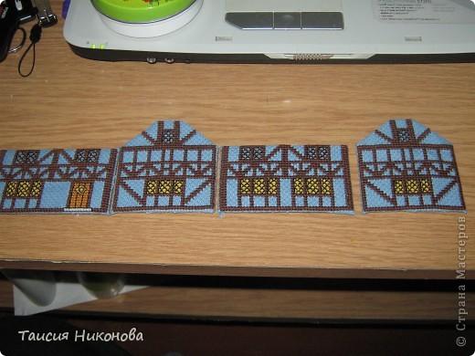 объемный домик - готовый вид. правда, крышу скорее всего буду переделывать (сидит корявенько, и с цветом получается ерунда) фото 5