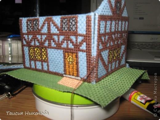 объемный домик - готовый вид. правда, крышу скорее всего буду переделывать (сидит корявенько, и с цветом получается ерунда) фото 8