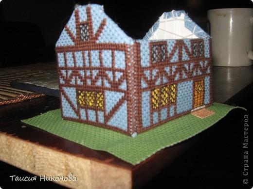 объемный домик - готовый вид. правда, крышу скорее всего буду переделывать (сидит корявенько, и с цветом получается ерунда) фото 10