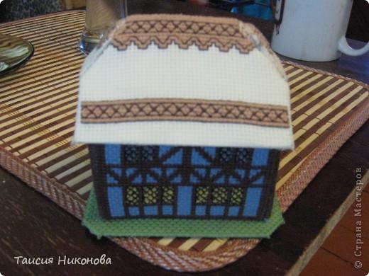 объемный домик - готовый вид. правда, крышу скорее всего буду переделывать (сидит корявенько, и с цветом получается ерунда) фото 13