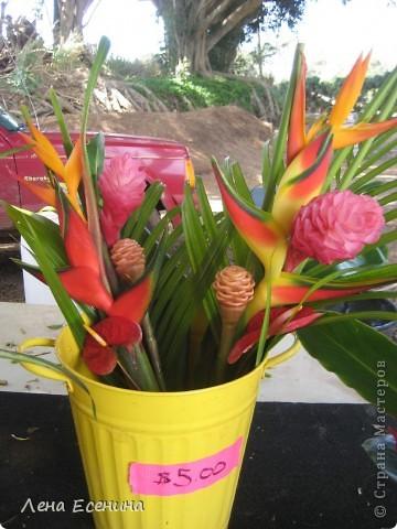 Леи - гирлянды цветов. Ими принято встречать приезжающих, конечно... за дополнительную плату. :) фото 10