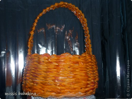 Какого цвета тут только нет, наносила сухой губкой поверх оранжевого и бежевый, и алый. фото 1