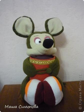 Мышка с подарком.На ножках липучка, на лапках пуговица и петелька. фото 1