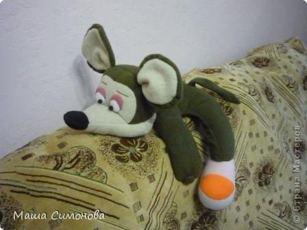 Мышка с подарком.На ножках липучка, на лапках пуговица и петелька. фото 4